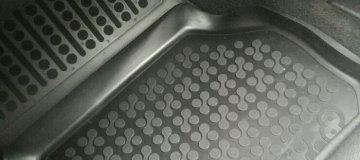 Pritrditev za gumi tepihe z visokim robom