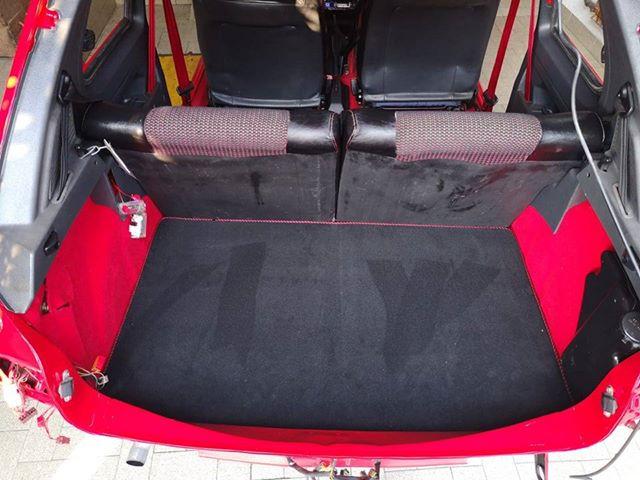Vozilo z novimi tepihi