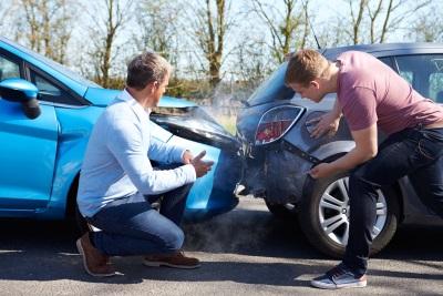 Prometna nesreča - v katerih primerih poklicati policijo?